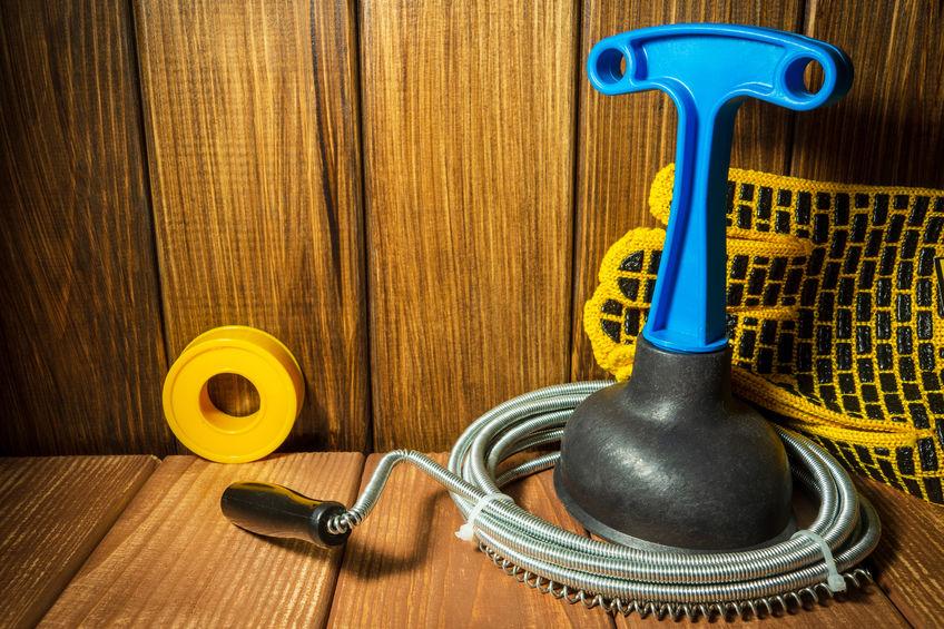 csőgörény és pumpa segítségünkre lehet a duguláselhárításnál